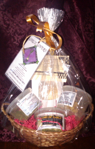 AWESOME GARLIC LOVERS GIFT BASKET!